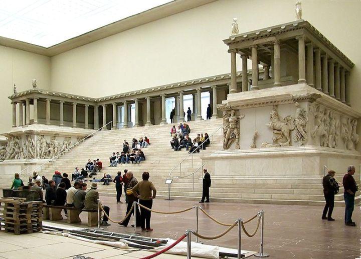 Pergamon-Altar-1